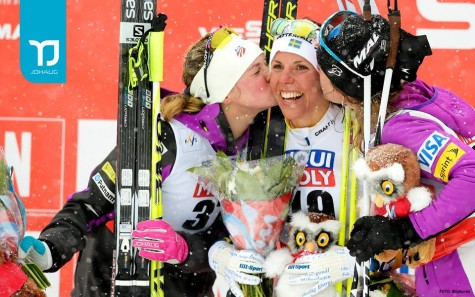 Giving Charlotte a kiss! (photo from Johaug Gloves)